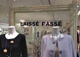 """Enseigne japonaise en franponais : """"Laissé passé"""""""