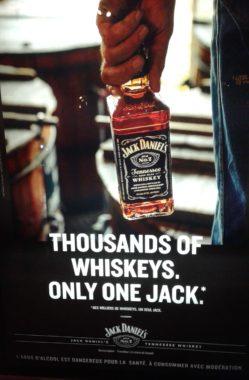 """Affiche publicitaire française """"Thousands of whuiskeys. Only one Jack"""" pour le whiskey """"Jack Daniel's"""" d'octobre 2019"""