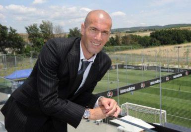 Zinedine Zidane dans l'un de ses Z5