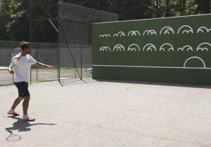 Joueur de tennis en train de faire du mur