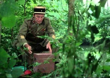 """Le colonel Blanchet (Pierre Lamoureux) dans """"On a retrouvé la 7e compagnie"""", le film français réalisé par ses soins en 1975"""