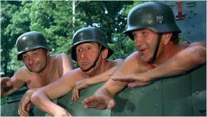 """Le soldat Tassin (Henri Guybet), le soldat Pithivier (Jean Lefebvre) et le sergent-chef Chaudard (Pierre Mondy) dans """"On a retrouvé la 7e compagnie"""""""