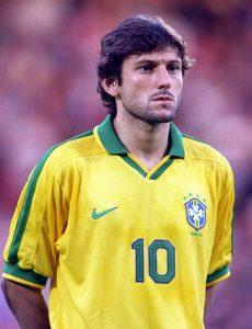 leonardo sous le maillot de l'équipe du Brésil
