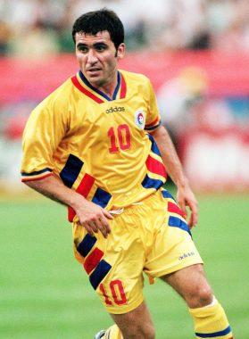 "Gheorghe Hagi, joueur international de football roumain, surnommé ""le Maradona des Carpates"""