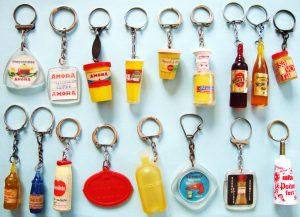 Collection de porte-clés publicitaires des années 1960