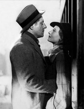 """Jean Gabin et Michèle Morgan dans """"Quai des brumes"""", le film de Marcel Carné (1938)"""
