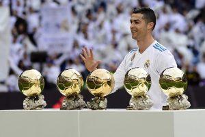 Cristiano Ronaldo et ses 5 ballons d'or