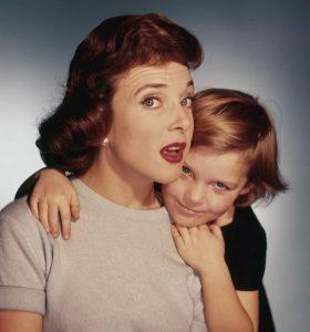 L'actrice française Micheline Presle et sa fille la future réalisatrice Tonie Marshall