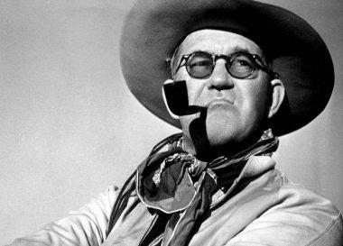 Le réalisateur états-unien John Ford, le plus titré de l'histoire des Oscars (6 dont 2 pour des documentaires)