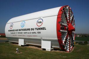 """Le tunnelier """"Virginie"""", qui creusa les 3 251 mètres du Tunnel de service sous terre (T4) du Tunnel sous la Manche, à compter du 11 mai 1988"""