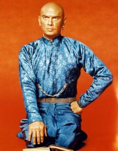 """L'acteur états-unien Yul Brynner dans le film états-unien """"Le roi et moi"""" de Walter Lang (1956)"""
