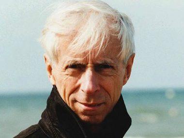 Le réalisateur français Michel Deville