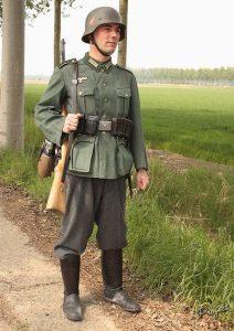 Un soldat allemand de la Seconde Guerre mondiale (reconstitution)
