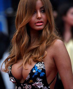 Le mannequin franco-algérien Zahia Dehar (Photo de CHRISTOPHE SIMON / AFP)