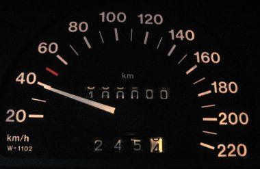 Compteur de vitesse automobile