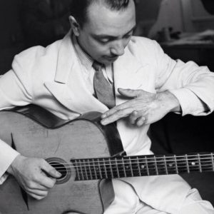 Le guitariste de jazz français Django Reinhardt
