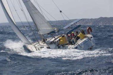 Un voilier par gros temps