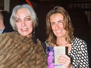 La chanteuse et actrice française naturalisée suisse Marie laforêt et sa fille, la réalisatrice française Lisa Azuelos.