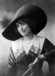 La chanteuse et danseuse française Mistinguett