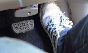 """Conduire """"pied au plancher"""""""