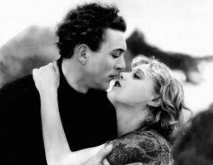 """L'acteur danois Carl Brisson et l'actrice tchèque Anny Ondra dans """"The manxman"""" (littéralement, """"L'homme de l'île de Man"""") réalisé en 1928 par Alfred Hitchcock et sorti en 1929"""