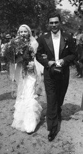 L'actrice tchèque Anny Ondra et le champion de boxe allemand Max Schmeling, le jour de leur mariage, en 1933