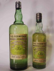 Deux anciennes bouteilles d'eau d'arquebuse de l'Hermitage
