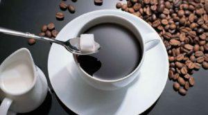Faire un canard : tremper brièvement un morceau de sucre dans le café et le croquer ensuite sans le laisser fondre dans la tasse ou entre les doigts.