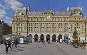 La gare Saint-Lazare, première construite, en 1837, des six grandes gares parisiennes actuelles