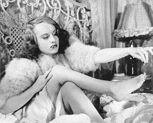 """L'actrice française Ginette Leclerc dans le film français """"Le corbeau"""" de Henri-Georges Clouzot (1943)"""