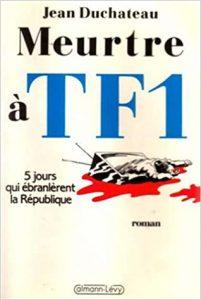 """Couverture du roman policier français """"Meurtre à TF1"""" du politologue français Roland Cayrol, alias Jean Duchateau (1998)"""