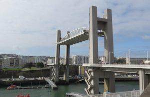 Le pont de Recouvrance (levé), à Brest (29) reliant, depuis 1955, la rue de Siam au quartier de Recouvrance