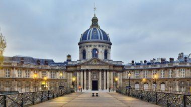 """L'ancien collège des Quatre-Nations, quai Conti, devenu Institut de France et surnommé """"Le parlement des savants"""""""