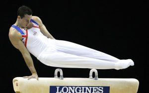 Gymnaste sur un cheval d'arçons