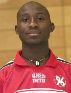 Le joueur international de football centraficain Salif Keïta, né le 10 avril 1990, et évoluant au poste de défenseur