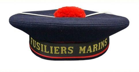 """Le """"Bachi"""" du fusilier marin avec pompon rouge et bande légendée"""