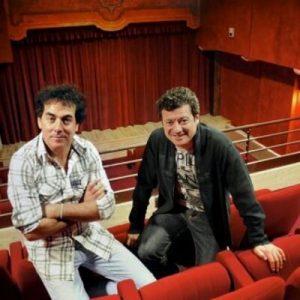 """Éric Carrière et Francis Ginibre, les membres du duo comique """"Les chevaliers du fiel"""", dans leur théâtre """"La comédie de Toulouse"""", racheté fin 2010"""