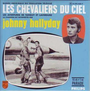 """Disque 45 tours de la chanson du générique du feuilleton """"Les chevaliers du ciel"""", chantée par Johnny Hallyday 1967)"""