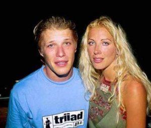 """Jean-Édouard et Loana : le couple """"star"""" de """"Loft story"""", la première émission de télé-réalité de la télévision française, sur M6, au printemps 2001"""