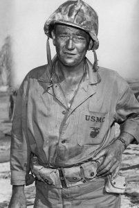 "L'acteur états-unien John Wayne dans le film ""Iwo Jima"" de Allan Dwan (1949)"