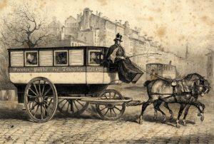 Un coche tracté par des chevaux, au XIXe siècle