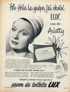 """Publicité presse de 1953 pour le savon Lux : """"Pas folle la guêpe j'ai choisi Lux"""" vous dit Arletty"""