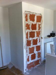 Une porte condamnée avec des briques