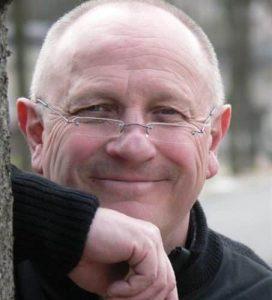 L'humoriste français Seymour Brussel, devenu bioénergéticien et osthéopathe