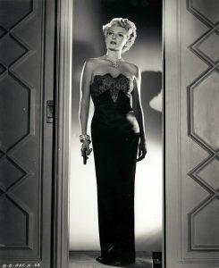 """L'actrice états-unienne Rita Hayworth dans le film états-unien """"La dame de Shanghaï"""", d'Orson Welles (1942)"""