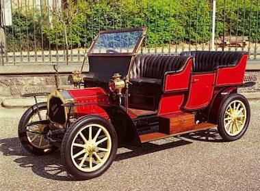 """Un véhicule automobile très ancien ou """"Un tacot"""""""