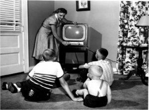 Un poste de télévision des années 1960