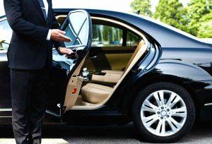 Un VTC (Voiture de Transport avec Chauffeur, anciennement Voiture de Tourisme avec Chauffeur)