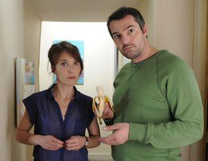 """Le couple Isa Martinet (Alix Poisson) et Gaby Martinet (Arnaud Ducret), dans le feuilleton télévisé français de France 2 puis France 3 """"Parents mode d'emploi"""""""