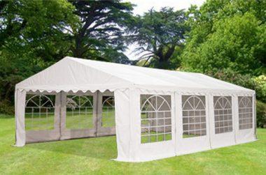 """Une tente de réception ou """"barnum"""", appelée """"cantine"""" par nos amis Suisses"""
